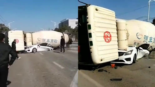 惨烈!江西一水泥搅拌车与私家车猛烈碰撞 小车被压垮车内3人遇难