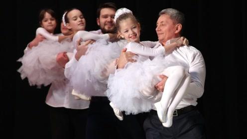 """每一个女儿都是父亲最宝贵的""""公主""""!老爸和小萝莉的舞蹈,感人"""