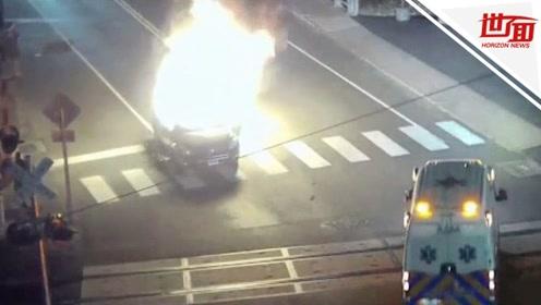 街头汽车突然爆炸 路人冲进火场救出驾车老翁