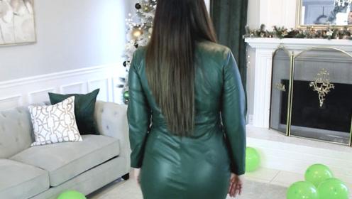 墨绿色皮裙搭配豹纹高跟鞋,气质优雅气场强