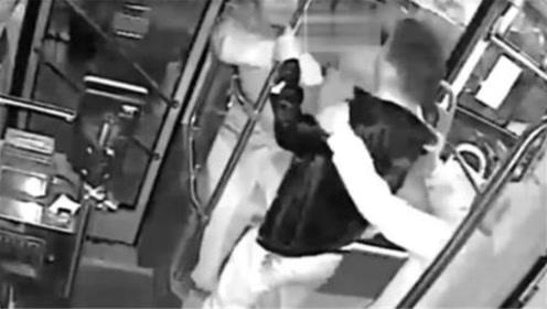 醉酒男子狂殴公交司机和乘客 还叫嚣要用5千万砸民警