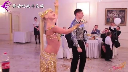 """俄罗斯演员和小伙""""斗舞"""",一个高难动作就把对方""""征服了"""""""