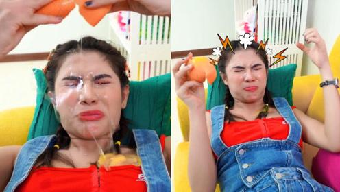 塑料姐妹情:老外把橘子果肉掏空放进鸡蛋液,闺蜜一剥,惨了!