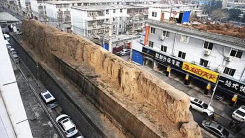 """西安街头有一段""""土墙"""",矗立几百年无人敢拆,到底什么来头?"""