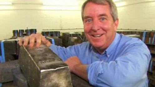 """男子清理海床挖出""""金砖"""",48吨价值两个亿,专家目睹后崩溃!"""