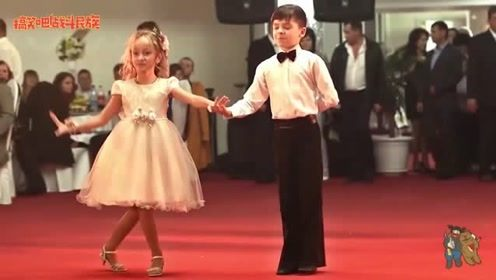 哥哥结婚了!8岁妹妹婚礼上献舞,观众:等你长大啊