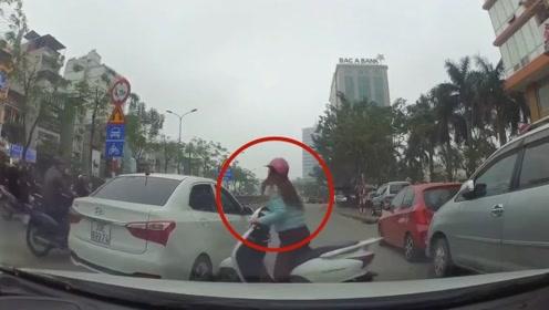遇到女司机躲不开怎么办,这情况只能自认倒霉吗?