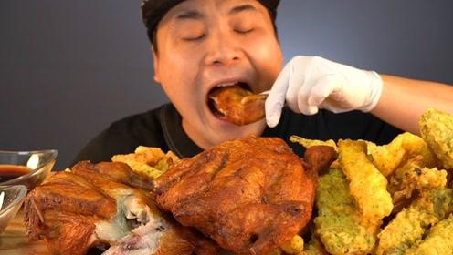 大胃王吃烤鸡和炸薯块,看他狼吞虎咽,很容易流口水