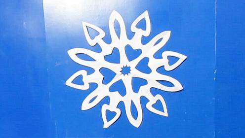 手工剪纸教程,漂亮雪花的快速剪法!