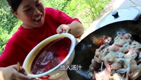 胖妹用石头也能做菜?3斤草鱼和石头在铁锅里焖,胖妹又在搞事情