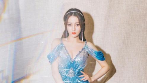 迪丽热巴身穿蓝色礼裙化身人鱼公主,闪耀夺目展现完美身材!