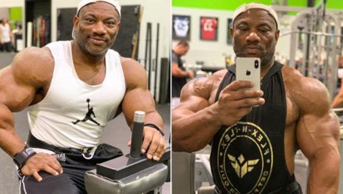 """健美界""""神龟""""!奥赛的华丽数据比肩阿诺德,如今50岁肌肉依旧逆天!"""