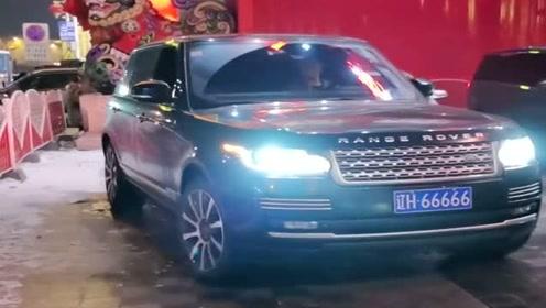 偶遇赵本山老师的路虎车,简直太霸气了,车牌更亮眼!
