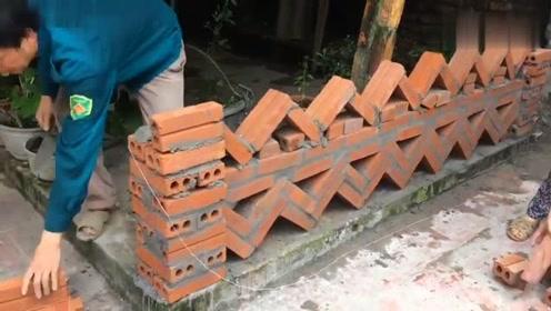 看越南建筑工人是怎样砌围墙的,砖块斜着砌,太漂亮了!