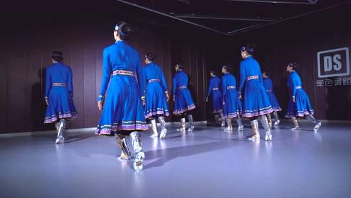 舞蹈老师跳民间秧歌,东北味让人笑出了声!