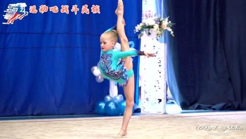 一上台就放大招!俄罗斯体操小萝莉比赛完全不怯场