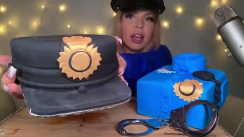 创意吃播,警车警服手铐帽子全是蛋糕巧克力,造型逼真好吃又好看
