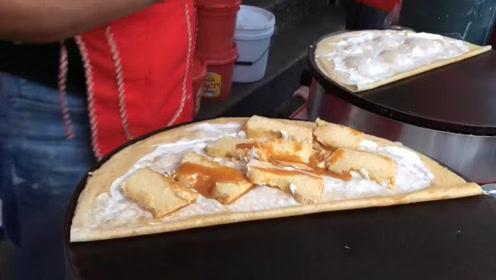 一个饼里夹几十种甜物,却是当地人的热门小吃,这牙齿受得了吗?