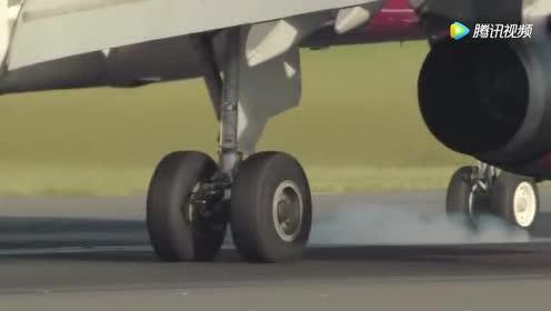 飞机降落时轮子发生了什么?看完视频还敢坐飞机吗?!