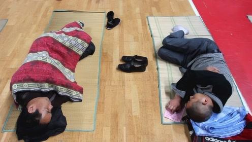 日本人为什么有床不睡,偏要睡地上?当地人给出解释,又学到了!