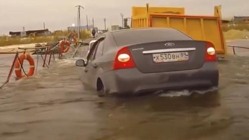 为了车子不被淹,车主们真的拼了,最后一招确实厉害