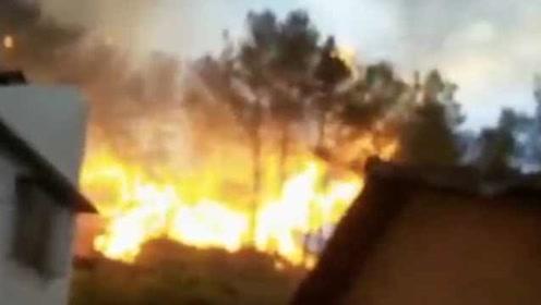 江西赣州山火蔓延超30小时被扑灭:山头沦为火海