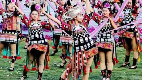 """中国""""最性感""""村寨!女性一年四季穿超短裙?500年前就开始了"""