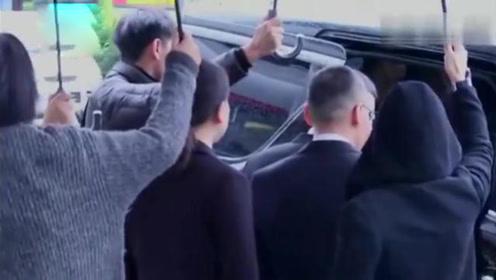 浙江卫视代表抵达高以翔灵堂悼念,现场未公开身份,9分钟后离开