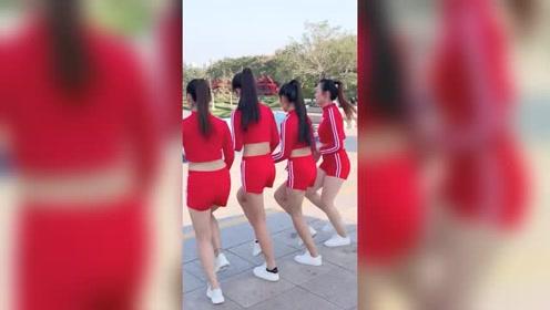 四姐妹同款穿搭跳广场舞,真是不给冬天面子啊