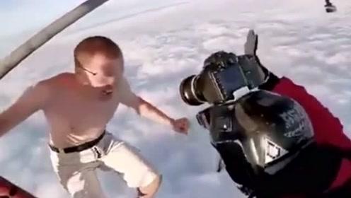 大哥真猛,高空跳伞不带伞