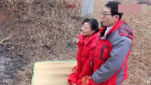 48大叔终于成家了,带着刚娶的新娘,来地里拜见父亲