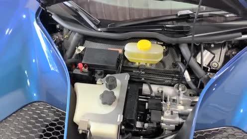 福特GT的座椅及内饰采用大量蓝色及橙色缝线