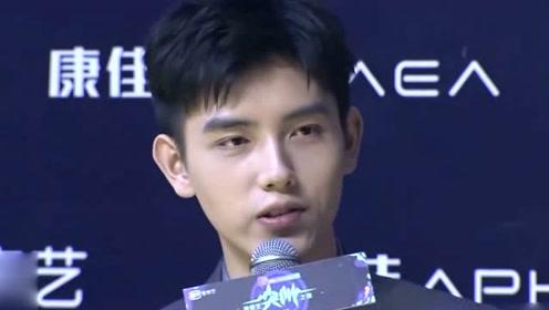 """陈飞宇模仿男粉""""你给我写的?""""表情也太像了吧"""