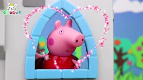 猪奶奶在公园跳广场舞,小猪佩奇无处可去,用积木搭了一个秘密基地