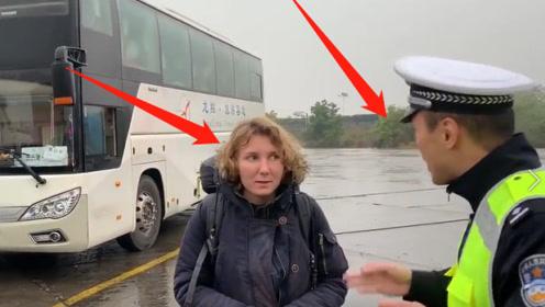 一言不合就飚英语!中国交警查车遇到老外,交警接下来的做法令人称赞!
