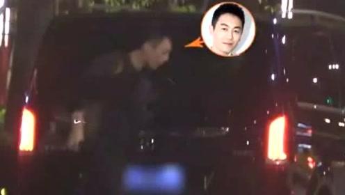朱亚文携老婆沈佳妮和友人聚餐,却当街随地吐痰,男神素质遭质疑