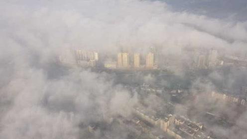 整个人都安静了!航拍贵州云雾笼罩,城市楼宇如天空之城
