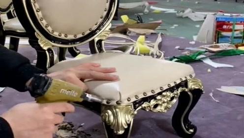 漂亮的欧式板凳,就是这样纯手工做出来的,所以才会那么贵!