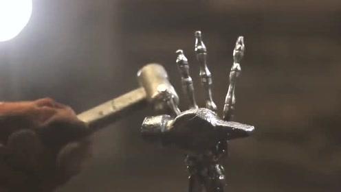 看到这个废弃的铁锤,男子脑洞大开做了一个艺术品,太有个性了