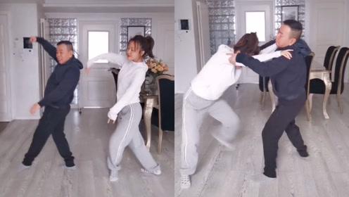 逗比父女欢乐多!潘长江和女儿搞怪跳舞,一言不合就开始摔跤