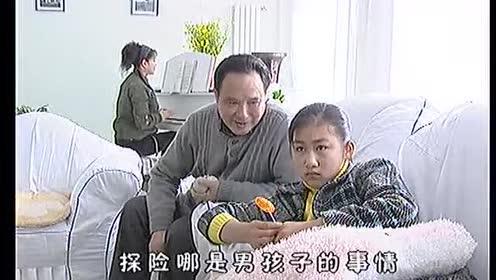 少女喜欢看电视!竟是因爸妈重男轻女!一句话说的爸爸脸红