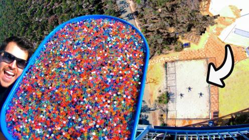 100万颗水宝宝从45米高塔扔下,到底是啥场面?现场太壮观?