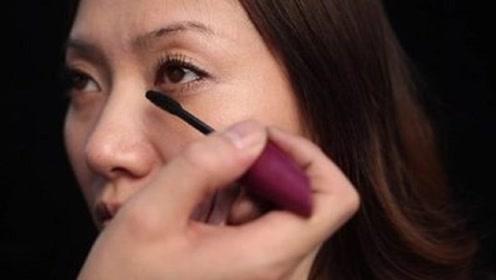 天天化妆和经常素颜的女生,十年后谁的皮肤更好?很多人搞错了