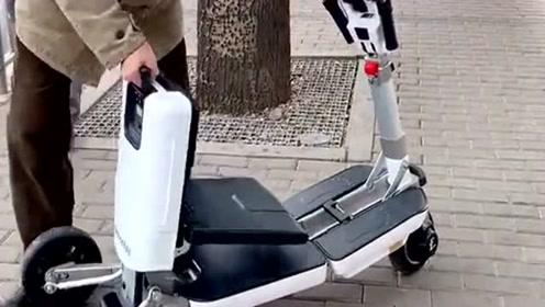 开始以为是个行李箱,仔细一看,原来是辆代步车!