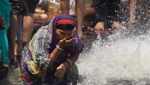 印度人在恒河里洗澡,为啥当地人喝了却没事,难道他们变强了?