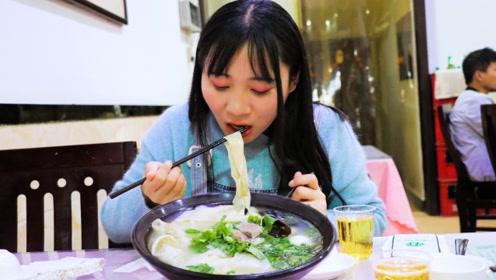 河南烩面果然名不虚传,10元一碗有肉有菜还有蛋,太解馋了