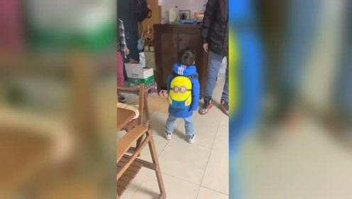 感冒有点严重,都不想让他今儿去幼儿园了,哭着喊着要去上学