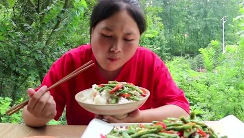 这道菜胖妹一周吃五次,解馋就属它最过瘾,这吃相太下饭了