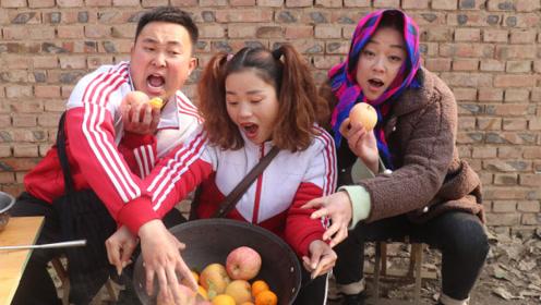 搞笑童年;冬天吃水果太凉,妈妈都是给我煮着吃,热乎乎的真好吃