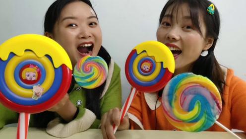 """闺蜜恶作剧:""""猪猪侠五彩波板棒棒糖""""没拆就舔塑料啥味?真好笑"""